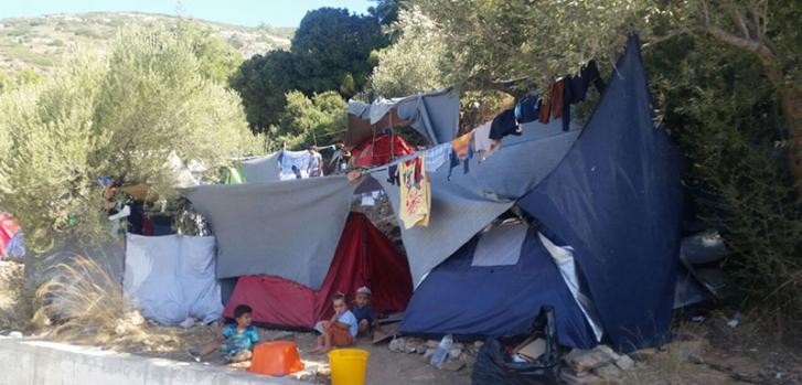 SOS των Γιατρών Χωρίς Σύνορα για την υγεία των αιτούντων άσυλο στη Σάμο: 2.000 στοιβάζονται σε χώρο για 700