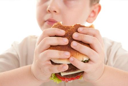 Δεκαπλασιάστηκε ο αριθμός των παχύσαρκων ανηλίκων τα τελευταία σαράντα χρόνια
