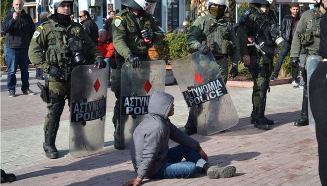 Αστυνομική επιχείρηση στη Μυτιλήνη για την απομάκρυνση προφύγων και μεταναστών