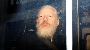 Σε απομόνωση 23 ώρες την ημέρα κρατείται ο Τζούλιαν Ασάνζ