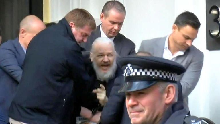 Στοπ στην αποφυλάκιση Ασάνζ από βρετανικό δικαστήριο