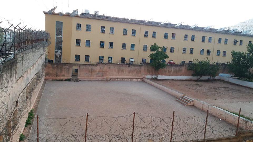 Αναίτιο ξυλοδαρμό από τα ΜΑΤ καταγγέλλουν οι κρατούμενες στις φυλακές Θηβών