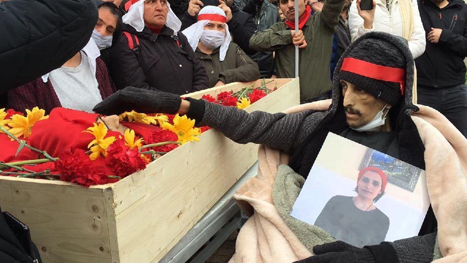 Πέθανε η αγωνίστρια Helin Bölek μετά από 288 ημέρες απεργίας πείνας
